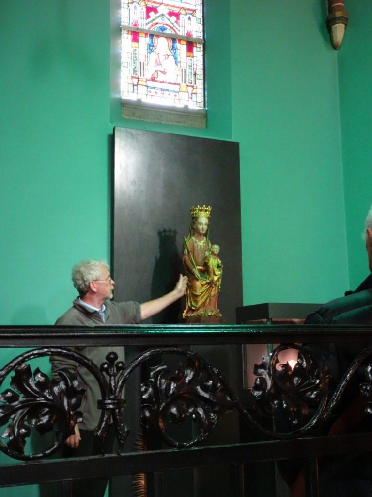 Achel weert beeld kerk