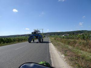 Cormontreuil naar Epernay - tractor voor champagne