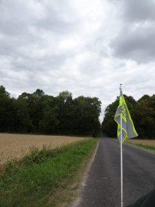 Epernay - Montmort Lucy - net uit het bos, vlaggetje