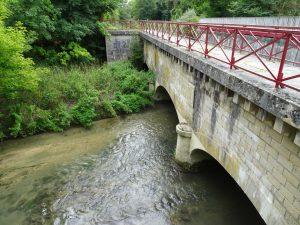 Mery-sur-Seine naar Troyes kanaal loopt over brug 3