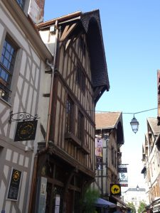 Mery-sur-Seine naar Troyes, troyes vakwerkhuis 3