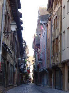 Mery-sur-Seine naar Troyes, troyes vakwerkhuis 1