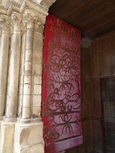 Chablis naar Accolay deur kerk chablis