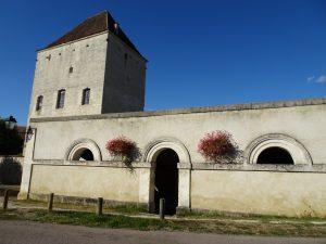 Chablis naar Accolay water huisje bron voor kerk