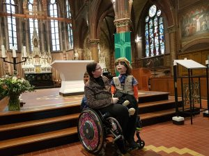 Met buikspreekpop Sjakie, februari 2020 bonifaciuskerk