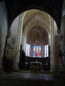 kerk  frankrijk Flavigny binnen