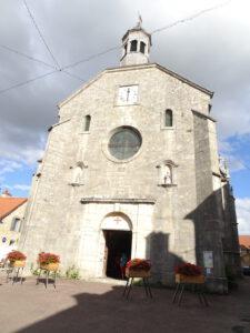frankrijk kerk flavigny buitenkant