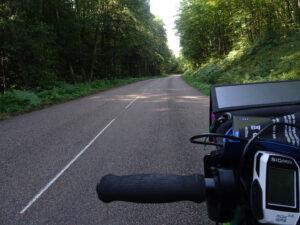 weg door bos rolstoel onderweg naar marigny