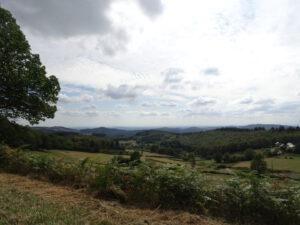 uitzicht onderweg Arleuf naar Larochemillay