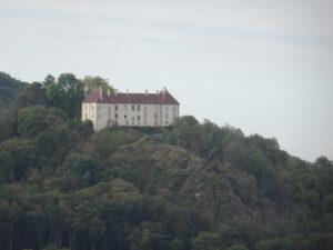 huis kasteel boven op berg larochemillau naar Issy l'Éveque