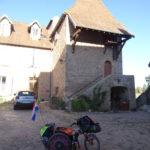 Rolstoelpelgrim rolstoe voor klooster Verovres