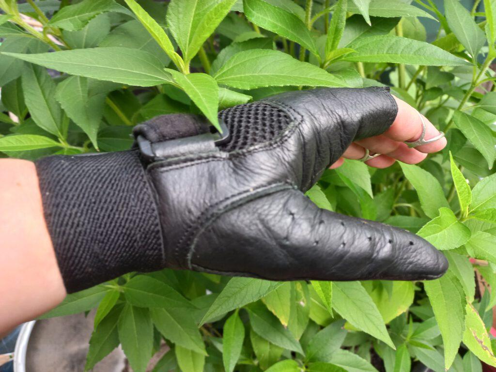 pelgrimage 2021, handschoen zwart leer 1